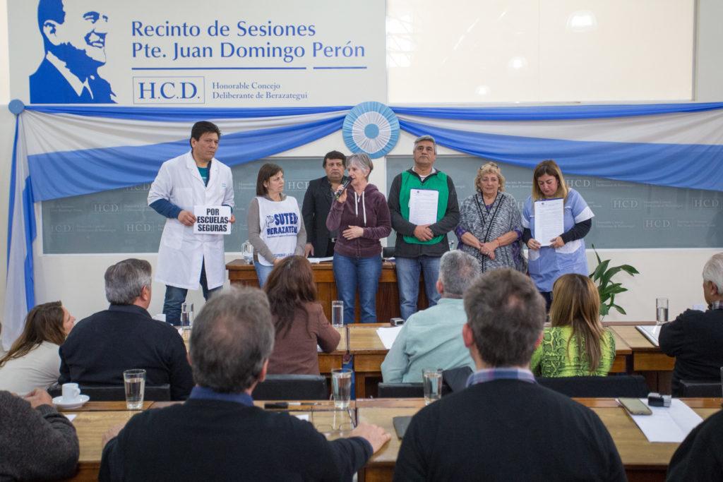 Miriam Marinozzi (Suteba); María Reigada (CTA Provincia); Carlos Acosta (ATE Berazategui) en el HCD.